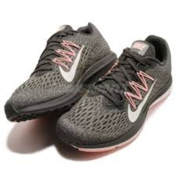 on sale 902e3 4de0a Nike Women's Air Zoom Winflo 5 Running Size 6